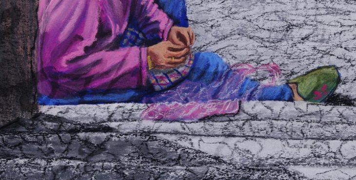 Embroidery lace woman, Kekopatrie, Trodos Mountain, Cyprus. 1 Dec 2017 רוכלת תחרה ישישה בודקת מרכולתה בשמש, קיקופטריה, הרי טרודוס, קפריסין