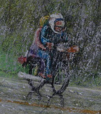 Bikers ridding in heavy rain, Mea Hong Son, Thailand.   5 Jan 2018  .רוכבי אופנוע במטר סוחף, מאה הונג סון, תאילנד